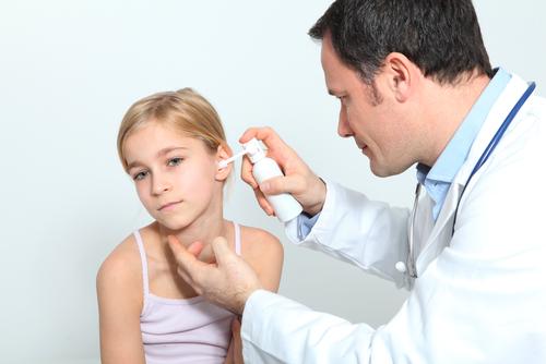Болит ухо у ребенка Первая помощь при боле в ушах