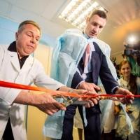 Фонд Кличко передал уникальное медицинское оборудование в Охматдет