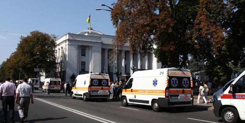 Киевские больницы считают раненых под Радой