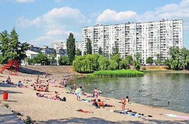 На трех киевских пляжах запретили купаться