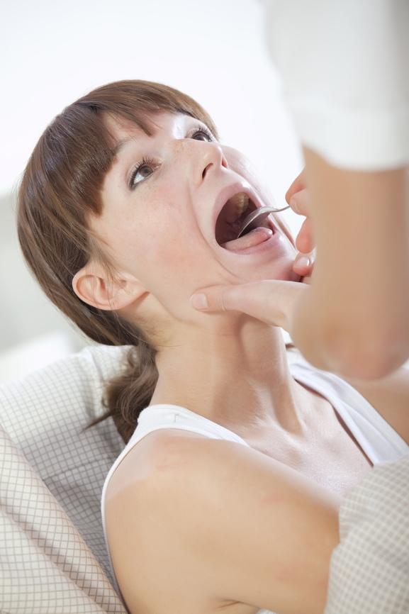 болит горло и неприятный запах изо рта