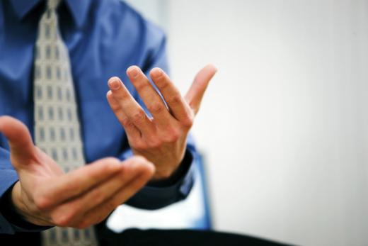 Человека с психологическими отклонениями можно выявить попоходке