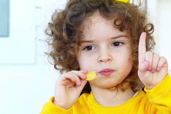 Почему нельзя детям давать чипсы?