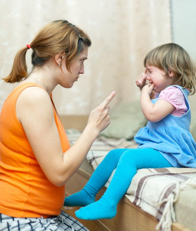 Почему когда ребенка ругаешь он смеется