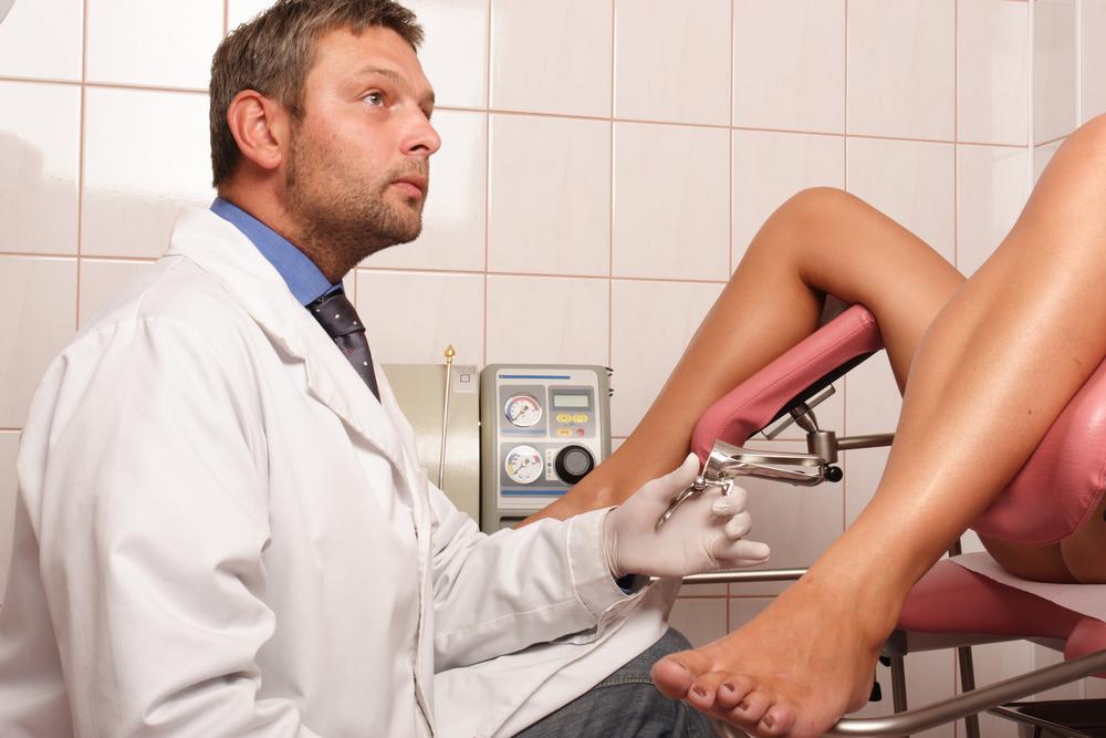 осмотр парней врачами девушками-щч1