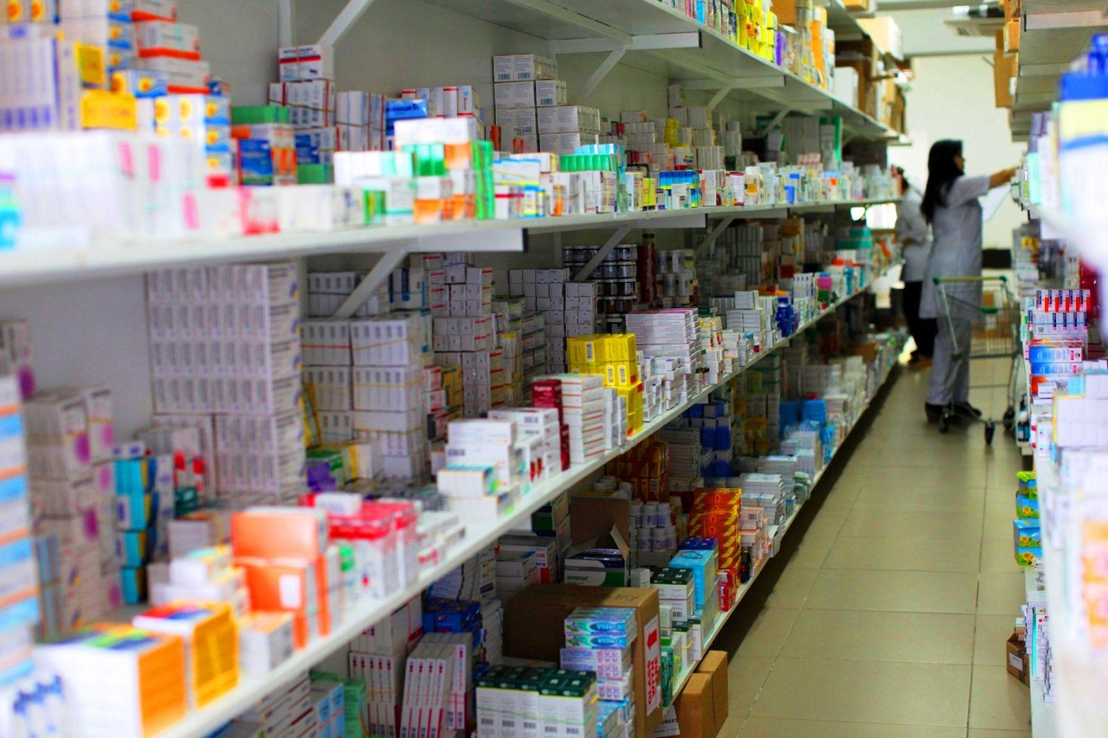 Яценюк поручил вывести лекарства из госрезерва
