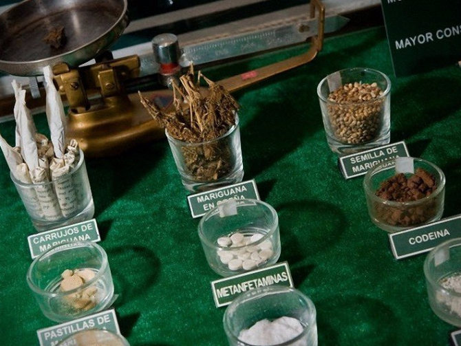 Ода о млечном маковом соке: история наркотиков в картинках