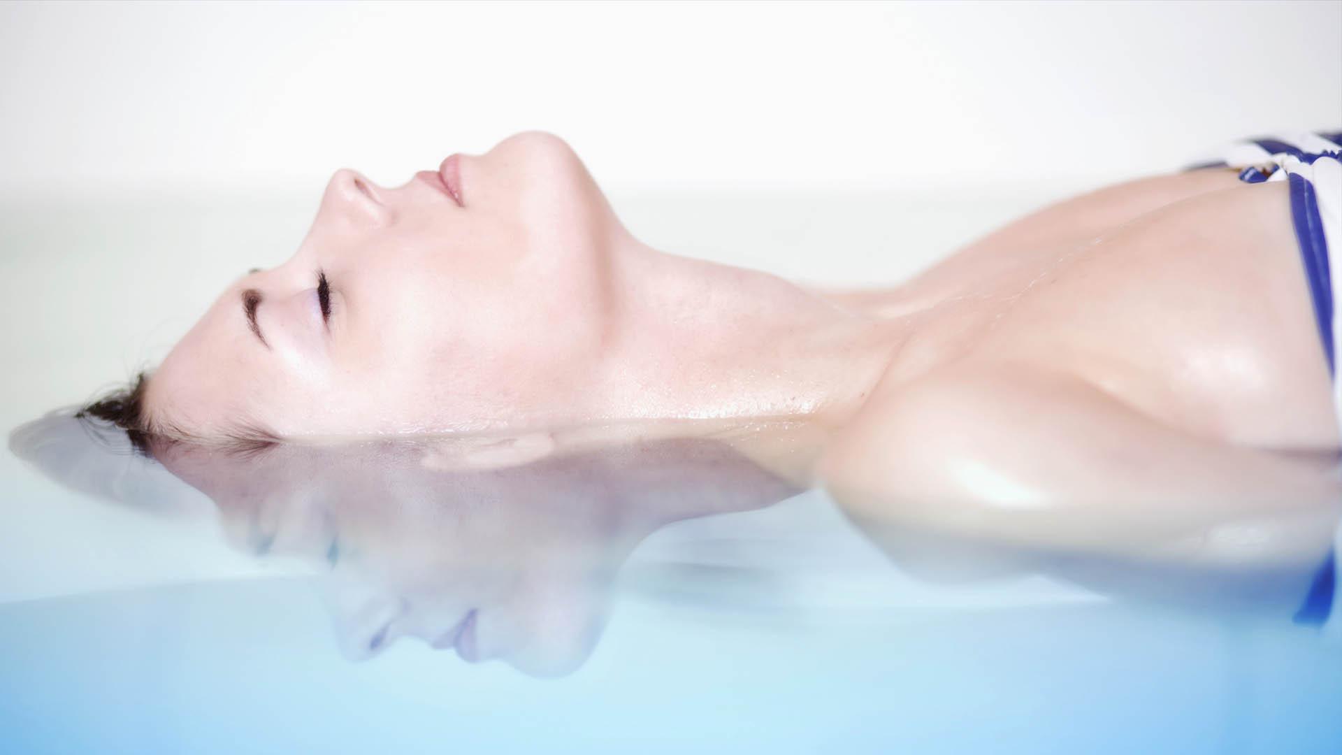 Откуда происходит выброс жидкости при женской эякуляций при оргазме