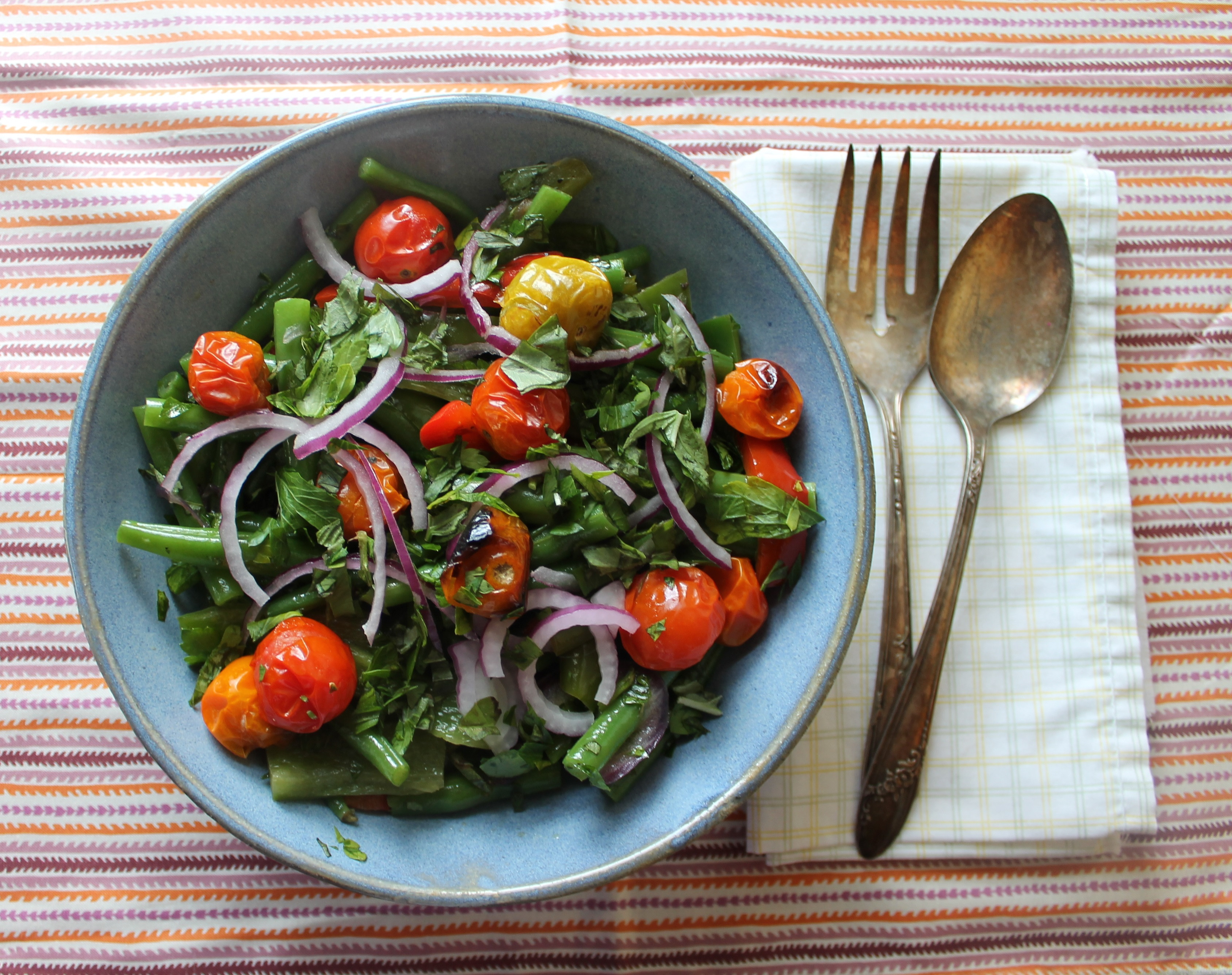Warm salad of green beans and cherry