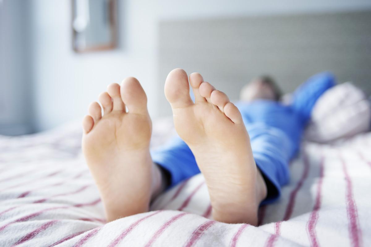 Как уснуть при синдроме беспокойных ног