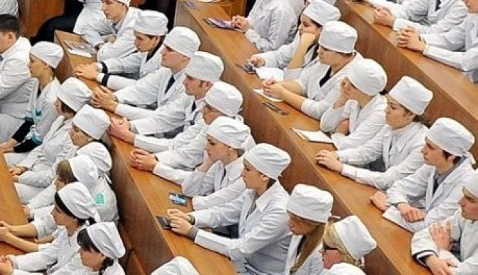 премьер-министру дмитрию медведеву с предложением снова вести обязательное распределение на работу в медучреждения