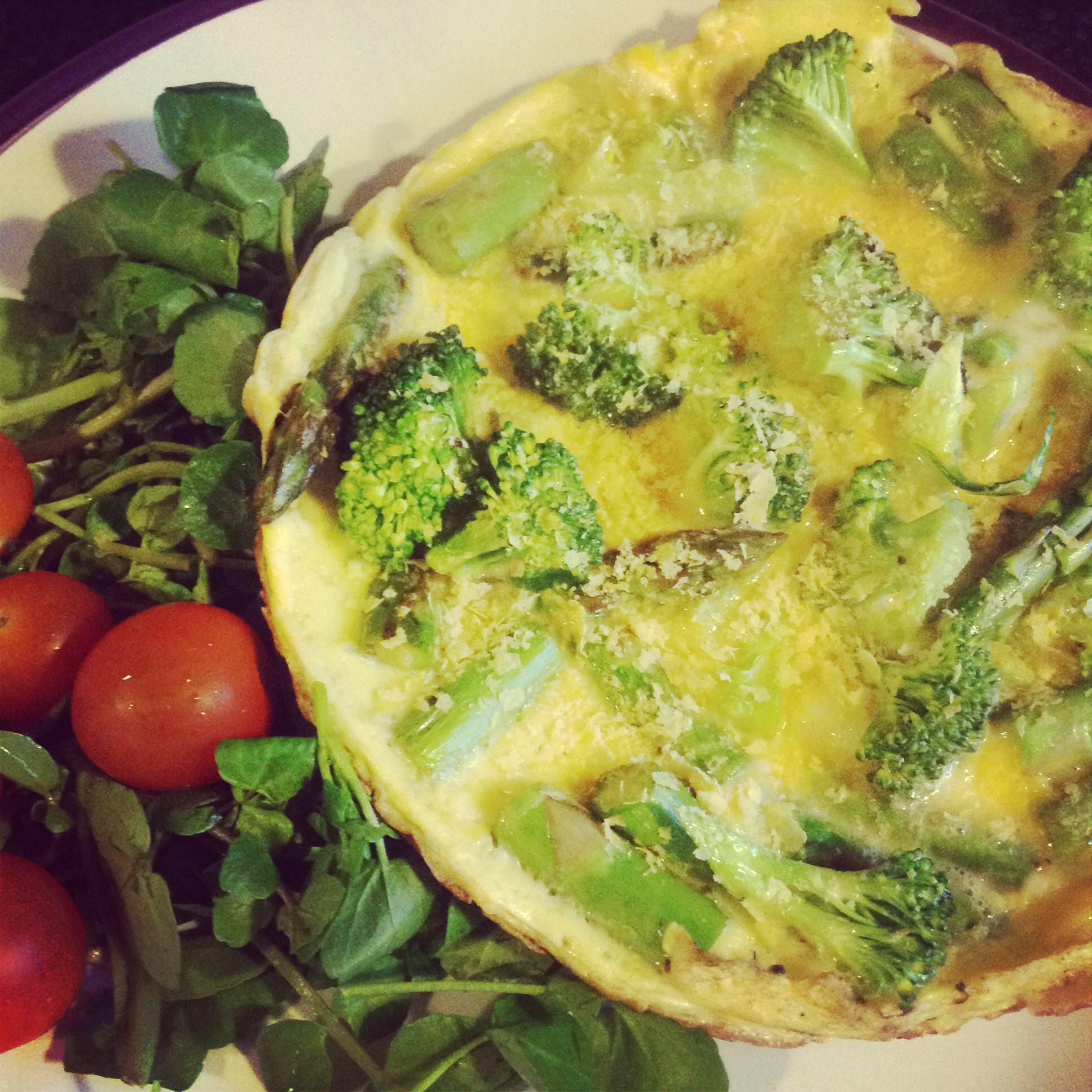 Omelet with cauliflower or broccoli and greens