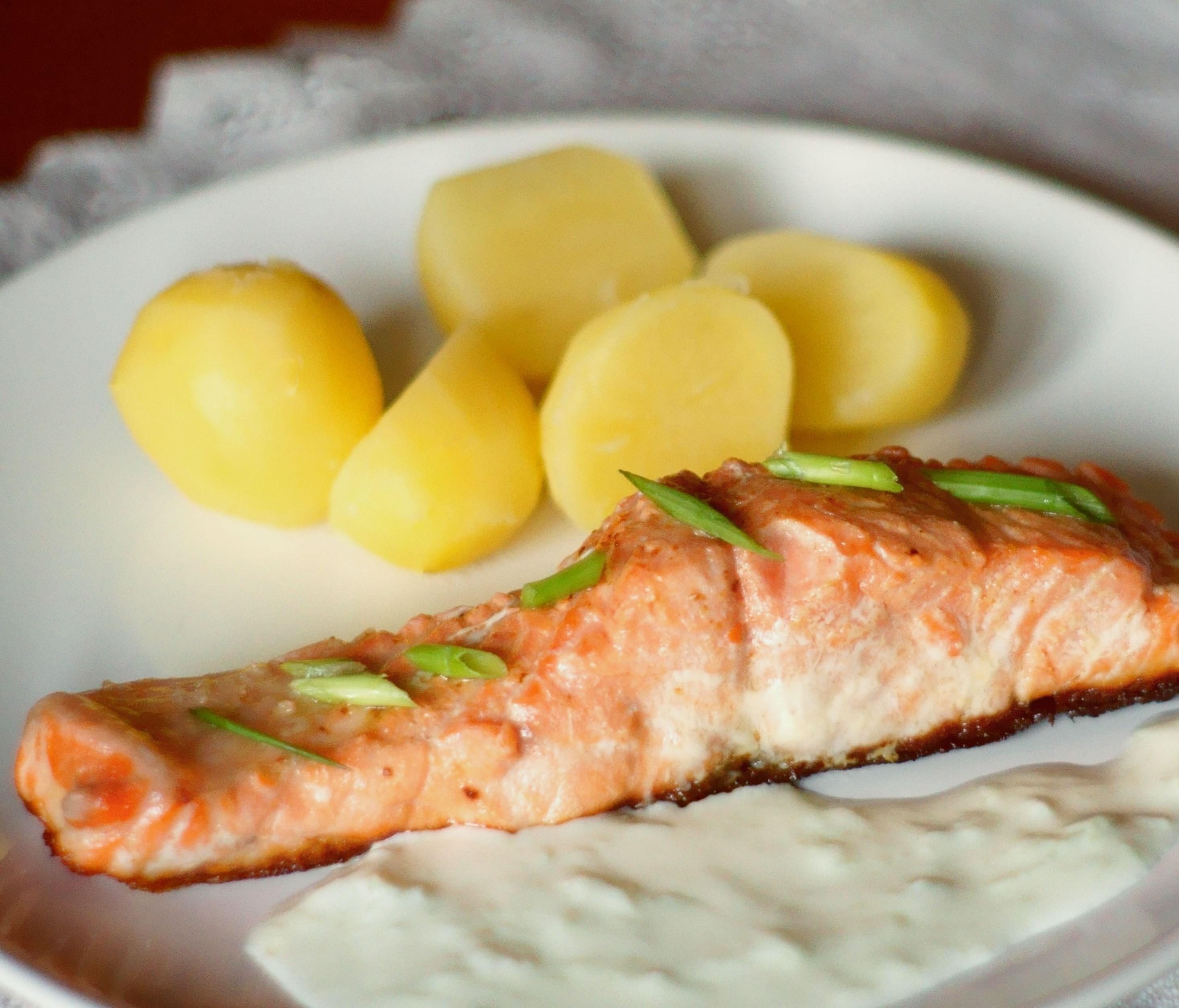 Сложите лосось на противень и дайте постоять 1 час при комнатной температуре.