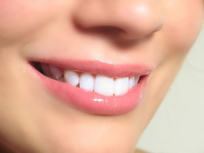 Что делают если осколок зуба остался в десне