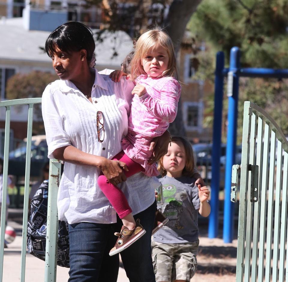 няня детей Джоли
